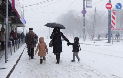 На Сахалине освободили из снежного плена около 50 автомобилей