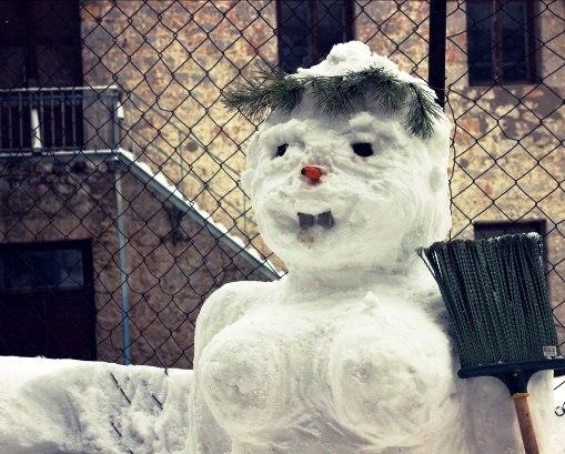 """История о том, как добро побеждает зло —  """"хозяин жизни"""" против снежной бабы"""