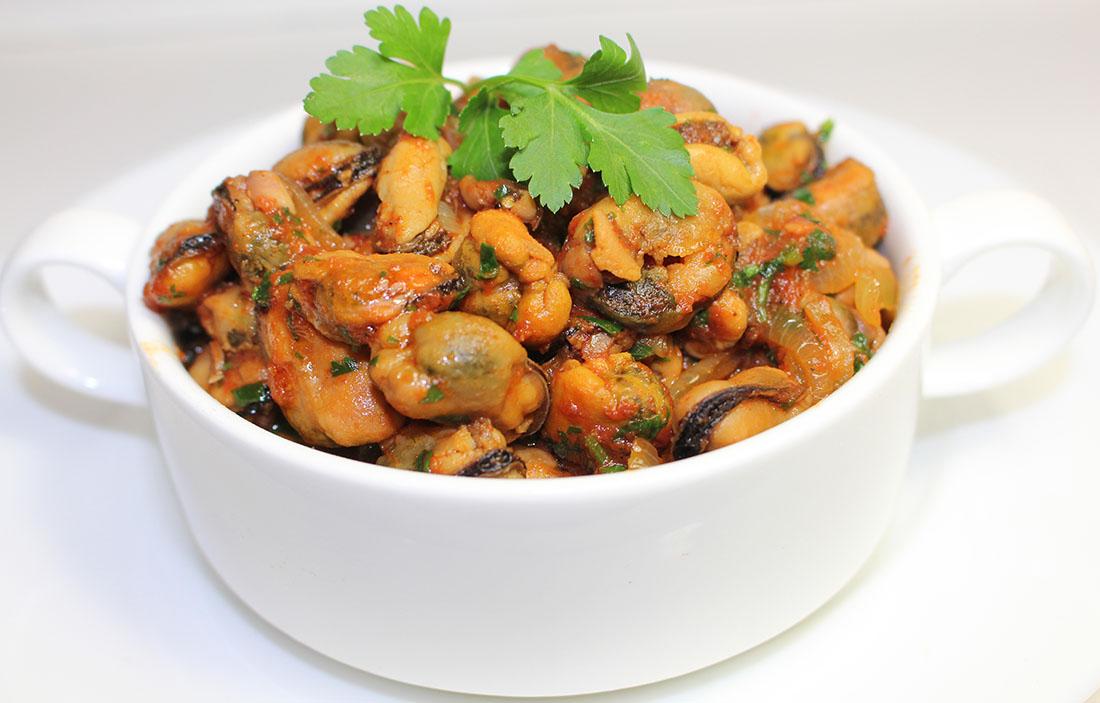 Мидии в томате. Рецепт постного блюда