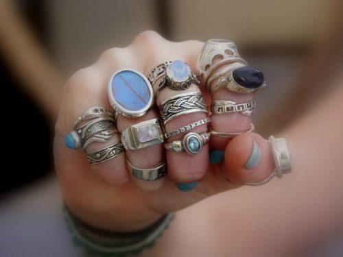 Значение колец на пальцах у женщин и мужчин. Вот что их ношение означает