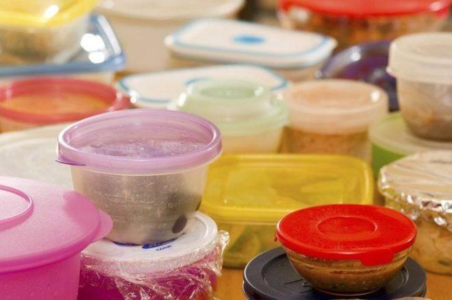 Средства, которые помогут удалить запах с пищевого пластика