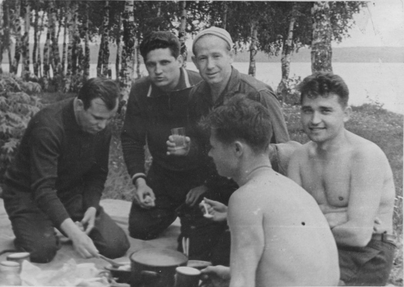 Первые космонавты СССР на отдыхе