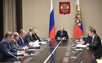 Путин обсудил с членами Совбеза ситуацию на Донбассе