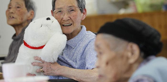 Вместо лесов в горах, теперь стариков отводят в благотворительные центры.