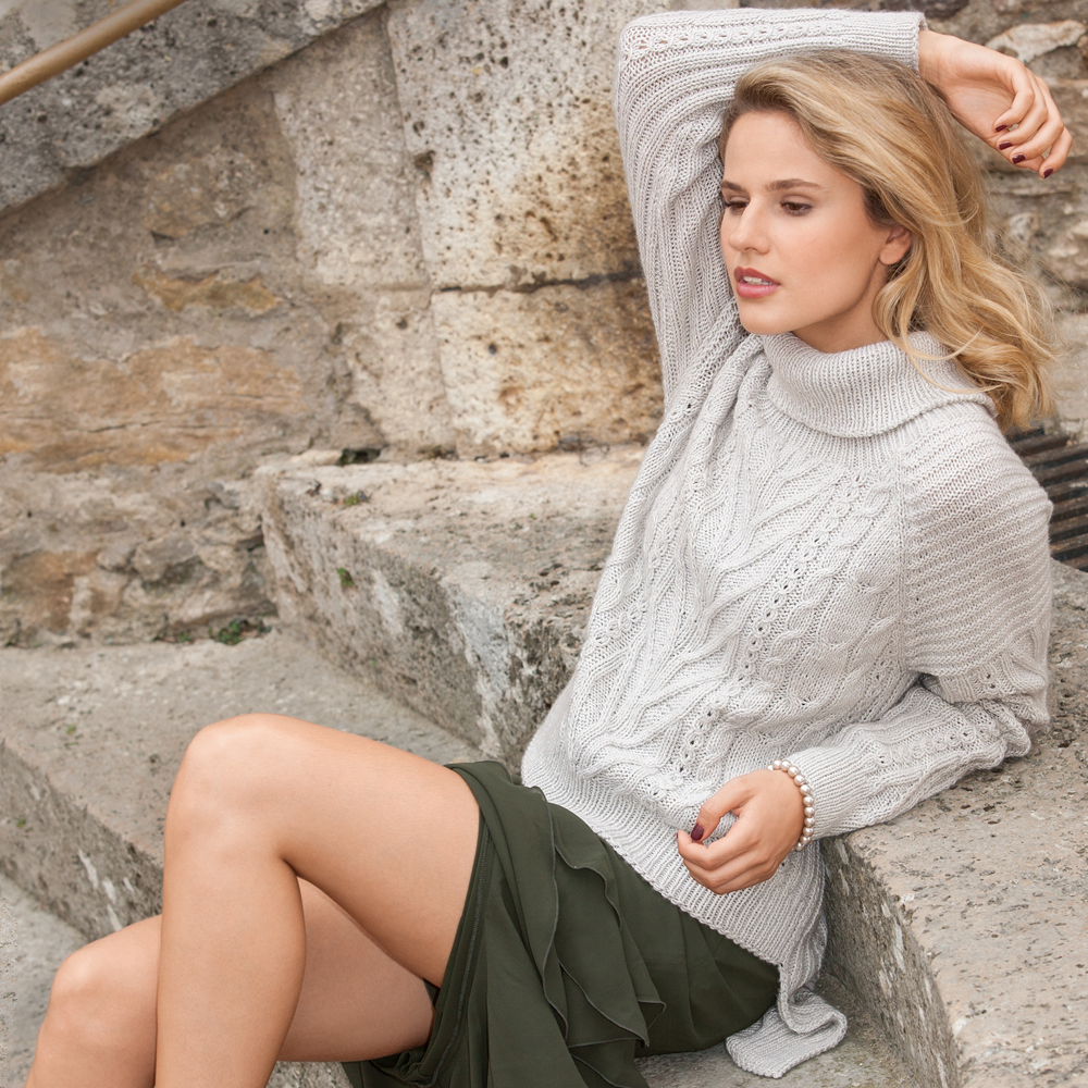 свитер с рельефным узором