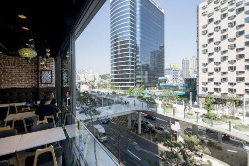 В Сеуле заброшенную эстакаду шоссе превратили в парк (19 фото)