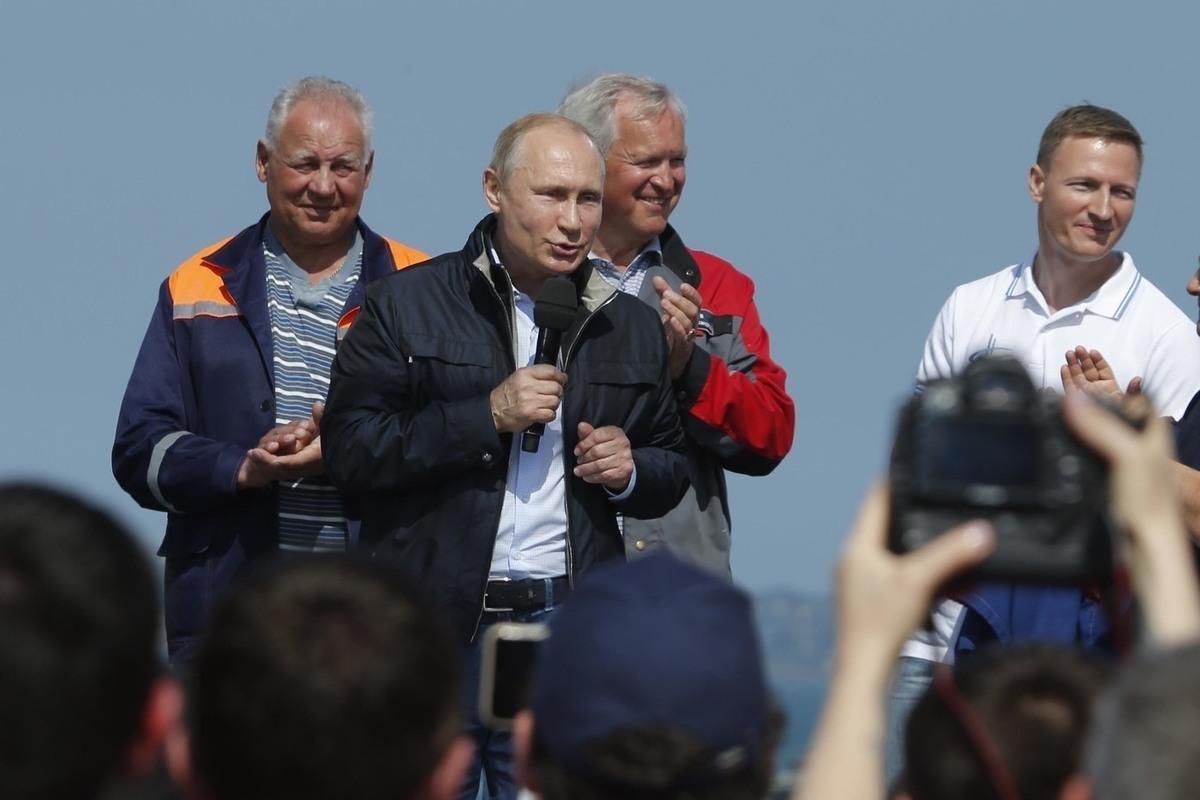 Чужих на праздник не зовут. Почему крымскую элиту оттеснили от Крымского моста?