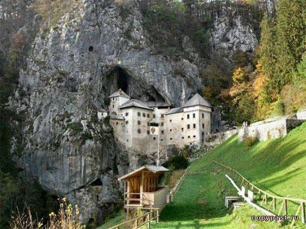 Замок в скале (8 фото)