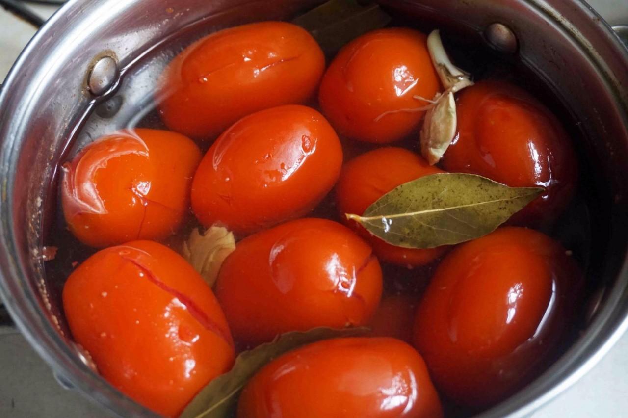 ПОХВАСТУШКИ: Людмилины самые быстрые маринованные помидоры