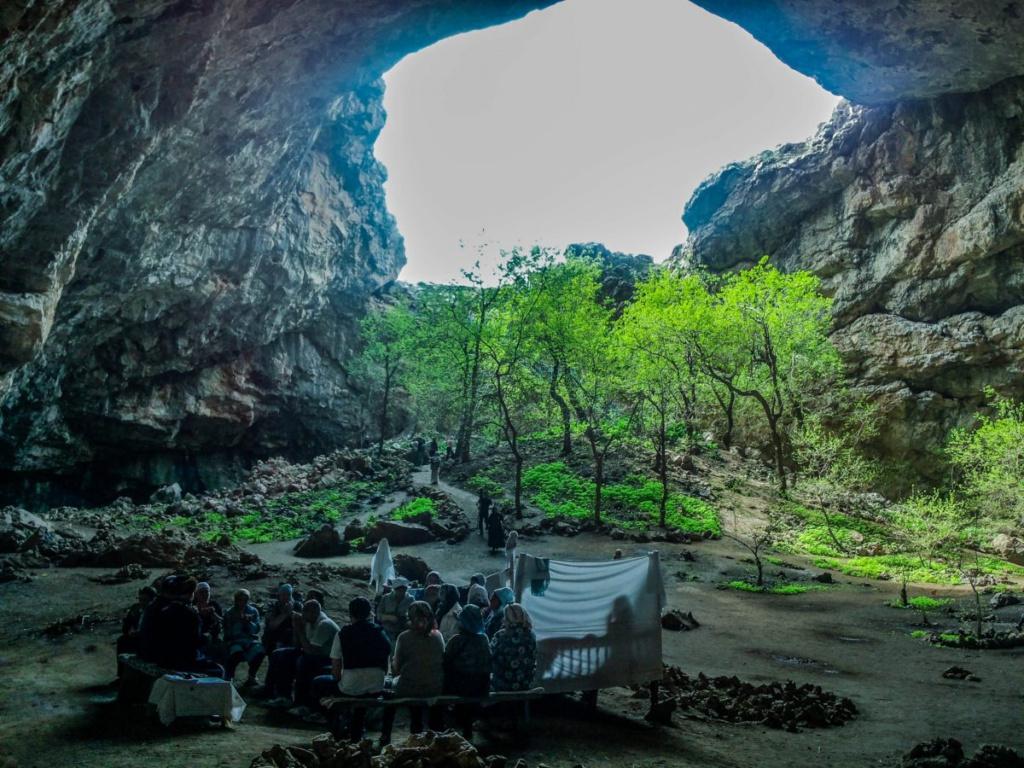 Священная пещера Ак Мечеть