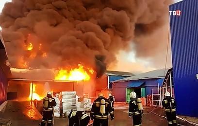 Возгорание на складах в Волгограде локализовано