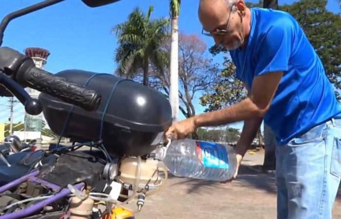 Бразилец улучшил свой мотоцикл и теперь чтобы проехать 500 километров, ему нужен всего 1 литр воды
