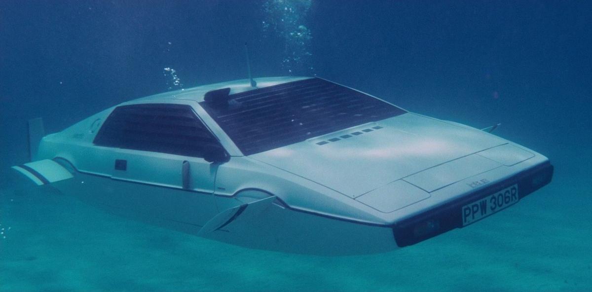 Маск пообещал сделать автомобиль-амфибию как у Джеймса Бонда