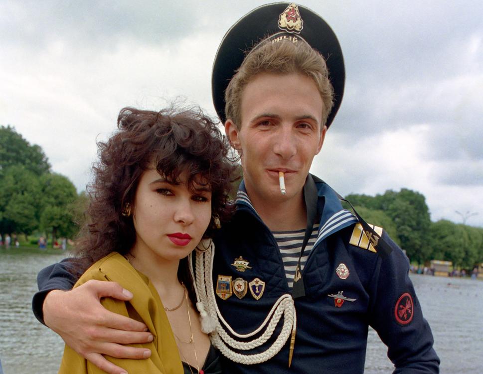 Россия в 90-е годы...как дав…