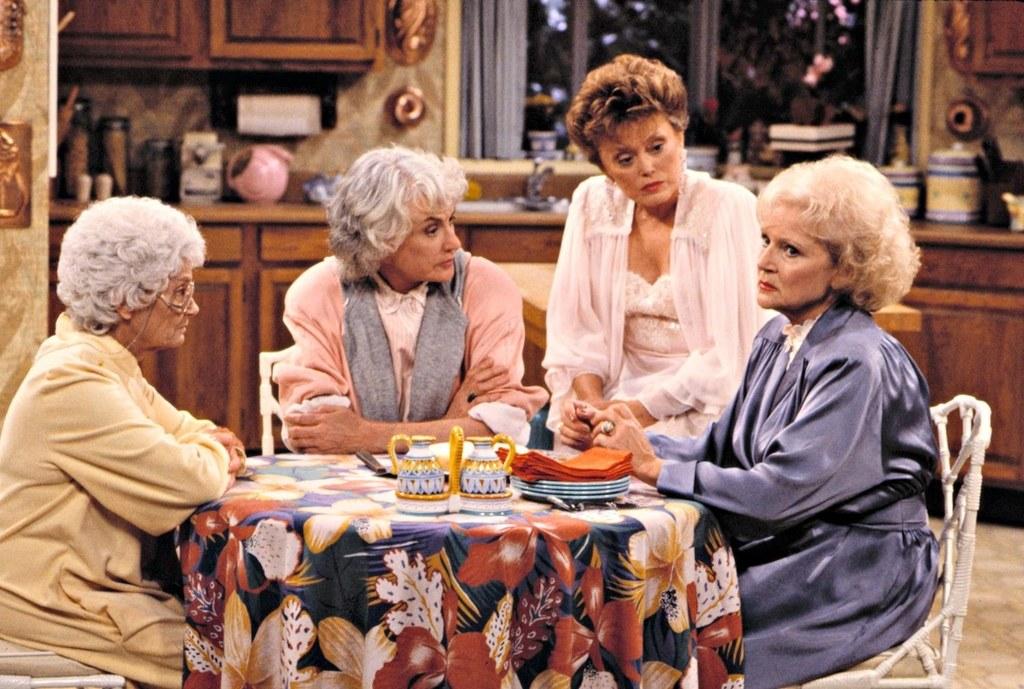 15 признаков, что ты настоящая «бабуля» в компании своих друзей