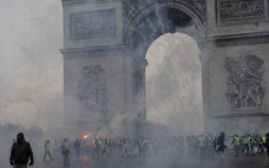 Во Франции прошли массовые а…