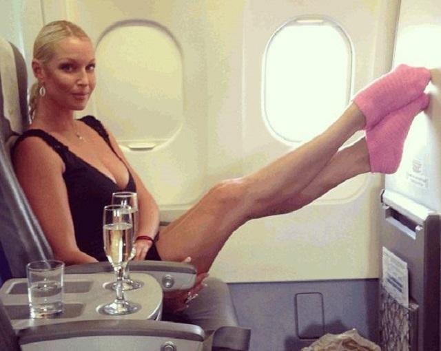 Картинки по запросу Волочкова в самолете
