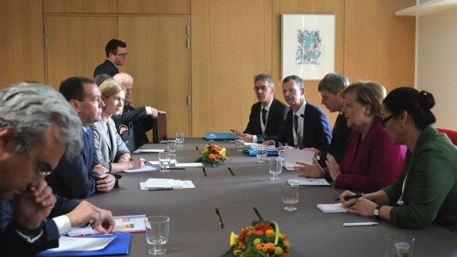 Медведев и Меркель обсудили …