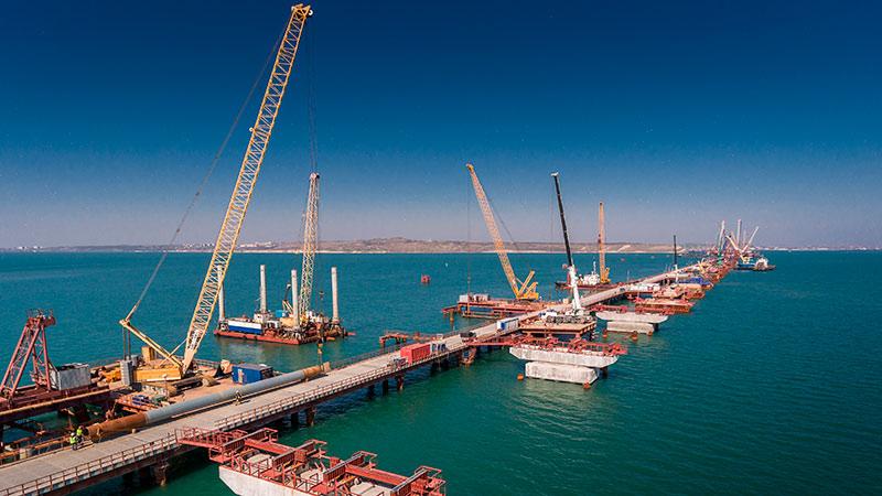 Украиньцы, Крымского моста не буде! Потому что он уже есть.