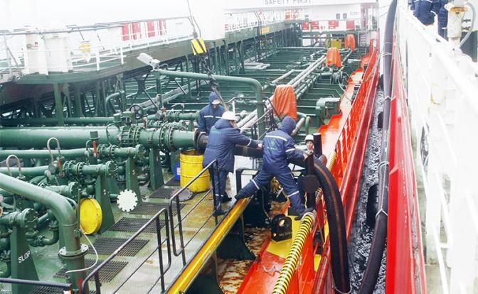Россия умоляет Европу, Америку и Азию купить ее дешёвую нефть