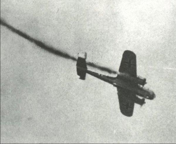 — Товарищ лейтенант, патроны! – вооруженец даже побежал за истребителем. Но И-153 уже взлетел и безоружный, атаковал «юнкерс»