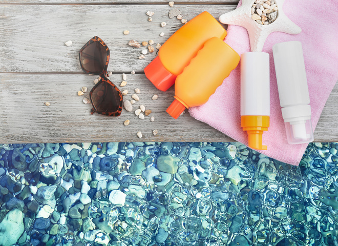 Косметика для пляжа: что положить в пляжную косметичку