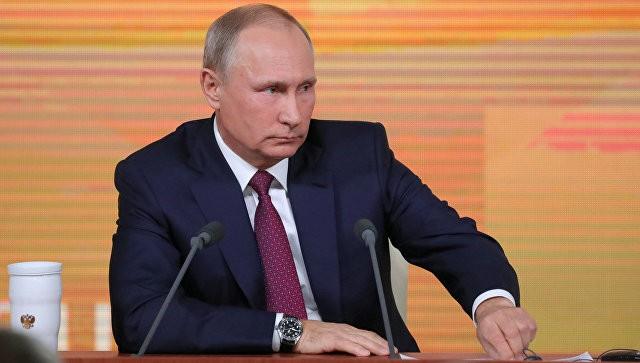 Путин в ответ на вопрос о военных расходах России рассказал шутку о кортике и часах