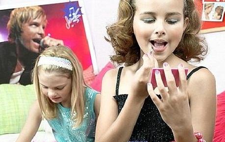 Девочки в 10 лет красятся