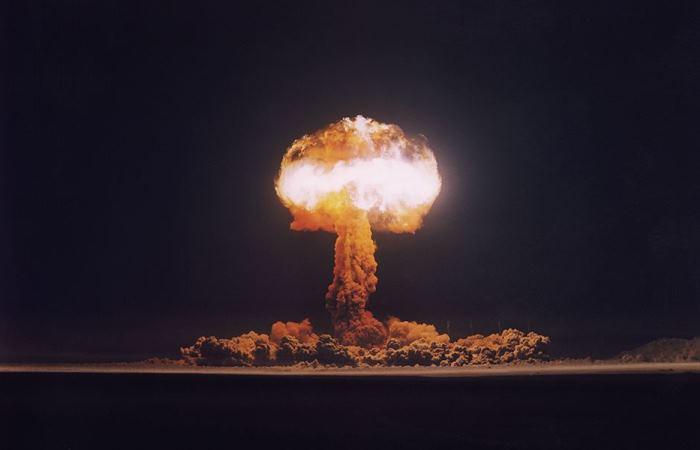 Немирный атом: 10 леденящих кровь снимков атомных взрывов из секретных архивов