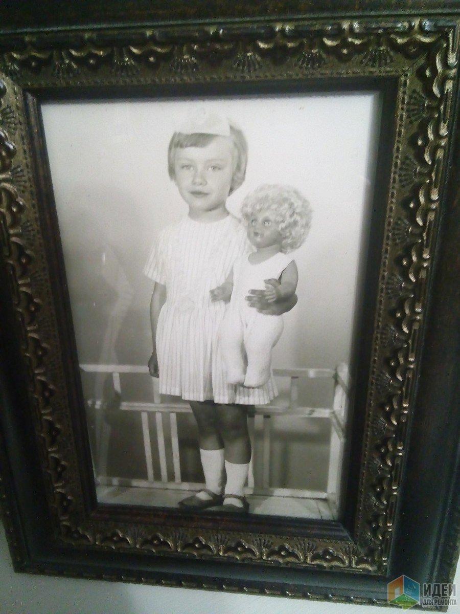 Это я в детстве с любимой куклой.