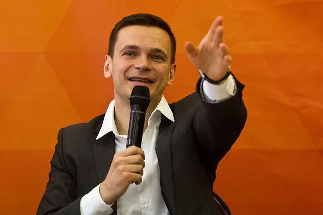 Яшин представил жителям Красносельского района столицы «филькину грамоту» вместо отчета