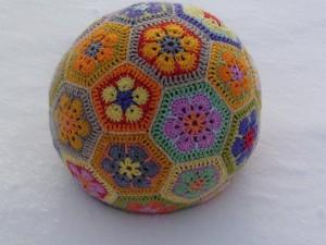 Связать мяч из шестиугольников крючком