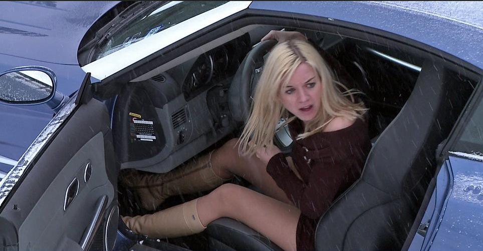 Мент останавливает блондинку летящую на своей тачке под 240 км/ч… вот, что было дальше!