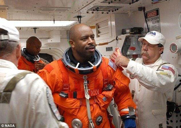 """Астронавт рассказал, что видел """"внеземной органический объект"""" в грузовом отсеке шаттла"""