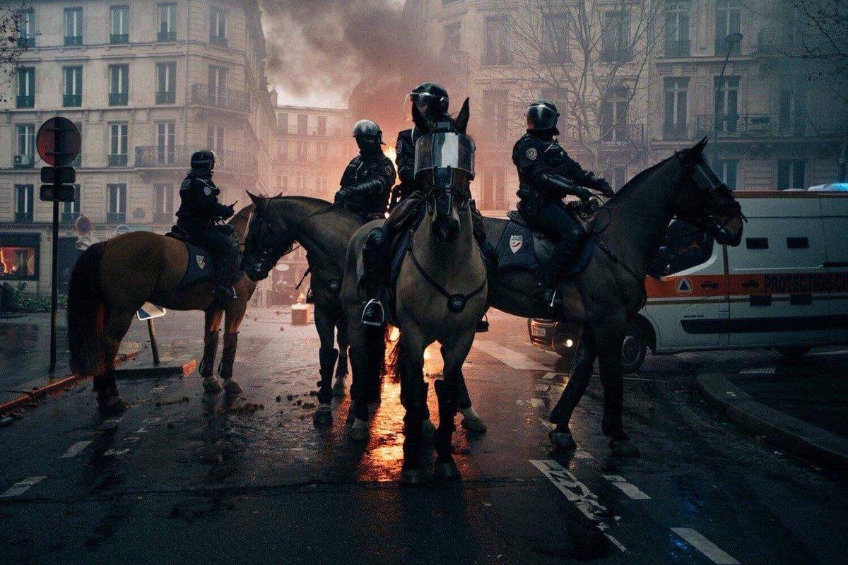 Всадники. Париж. Декабрь