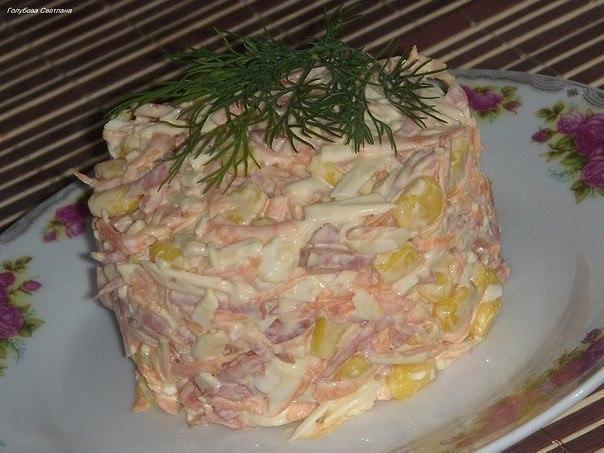 Быстрый и вкусный салат с копченым сыром
