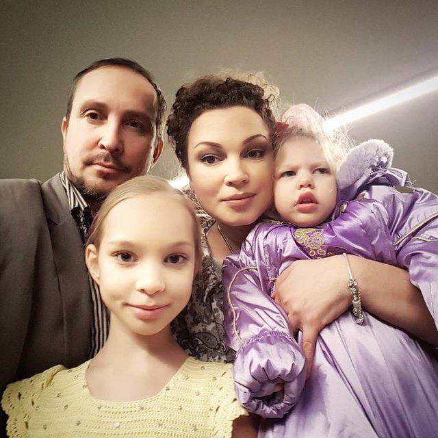 Жена Данко, которую певец бросил с больным ребенком, намерена добиться от него выплаты алиментов