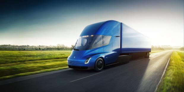 Илон Маск бросил вызов производителям грузовиков с помощью нового Tesla Semi