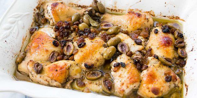 Курица в духовке в вине с изюмом и оливками