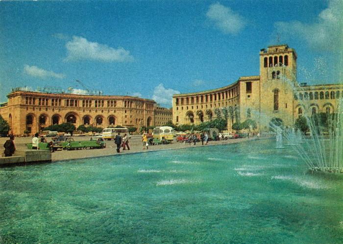 Центральная площадь Еревана.