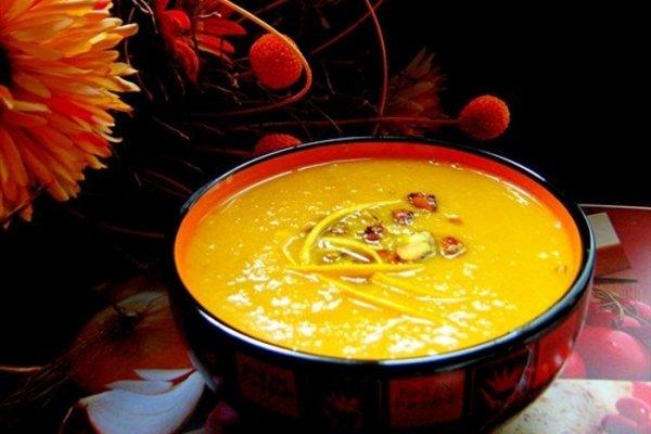 Тыквенный суп с фисташками в карамели