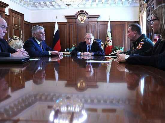 Рогозин предложил Путину использовать сталинский опыт мобилизации экономики