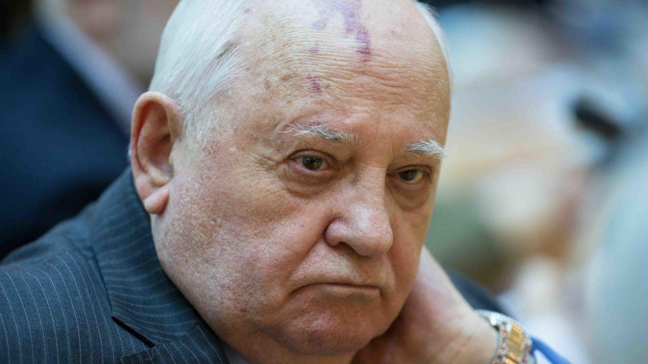 Горбачев: гонка вооружений идет полным ходом