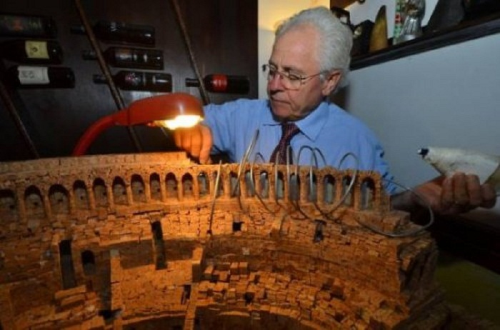 Мастер из Италии творит чудеса из пробок от вина.