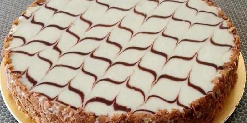 Новая оптическая иллюзия с тортом: в какую сторону направлены фигурные скобки?
