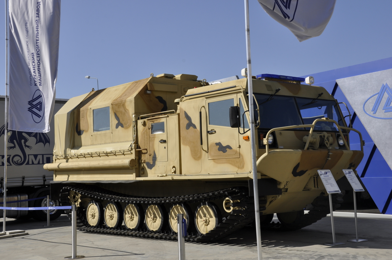Гусеничный вездеход ТМ-140 с системой автоматического пожаротушения