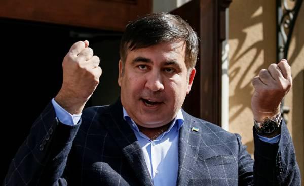 «Президенту по вызову» Саакашвили остается только требовать досрочных парламентских выборов и набирать перебежчиков из ГМ