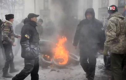 У здания Верховной Рады начались столкновения