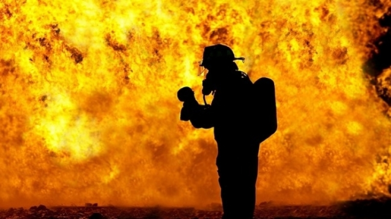 В Красноярске полностью сгорел трамвай с девятью пассажирами