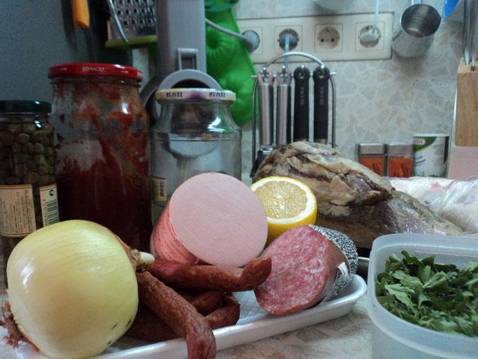 Солянка мясная в сковородке. Вкусно и просто